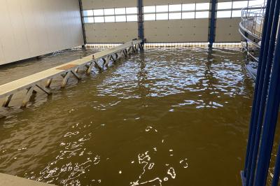 Zu verkaufen oder zu vermieten, Bootshaus in einem der bekanntesten Wassersportorte Frieslands; Lemmer.