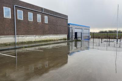 Te koop of te huur, schiphuis in één van Friesland's bekendste watersportplaatsen Lemmer.