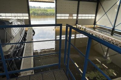 Te koop (K.K.), schiphuis in één van Friesland's bekendste watersportplaatsen; Lemmer.